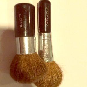 Set of 2 mineral hygienics brushes